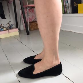 Hej, sælger disse fine sko for min mor fra pretty ballerina 🌼 De er i god stand, og er brugt maks 5 gange.   NP 1000kr BYD !