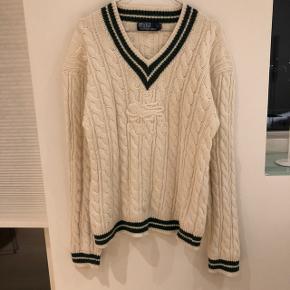 Hvid kabelstrik / sweater med grønne detaljer fra Ralph Lauren. Til mænd eller oversize til kvinder.
