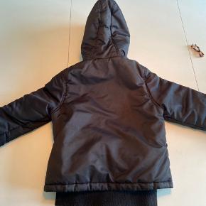 Rigtig fin jakke fra Hummel. Pelskrave medfølger ikke.