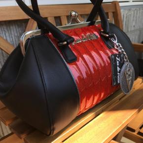 Tasken er købt fra USA i oktober 2017.