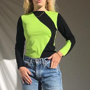 Sælger denne trøje som jeg selv har syet af genbrugsstof 🌏🌏🌏 Trøjen passer Xs/s