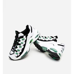 Sælger mine Puma Cell Endura i str 37,5, de måler 23,5 cm. Ny pris var 1100,-. Skoene er gået med 2 gange og står som nye. Der kan læses mere om dem på Naked.