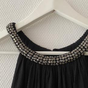 Sød kjole fra Second Female ✨  NB: Prisen er fast & eksl. fragten.  Tager derfor ikke i mod bud.