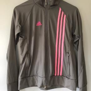 Trøje fra Adidas i grå/pink.