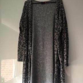 Grå/sort leopard mønsteret cardigan fra Only