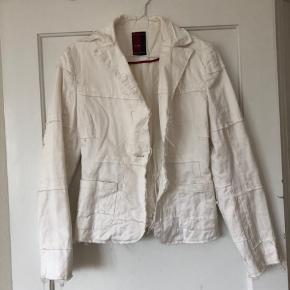 Super sød jakke. Fejler ingenting.  Sælge billigt :-)