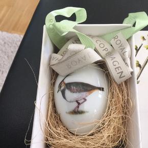 Royal æg i original æske med 2 farver bånd ..ægget er som nyt- et samler objekt  2014 VIBE (1249 939)  Mål 6 cm  Sender + Porto  #30daysellout