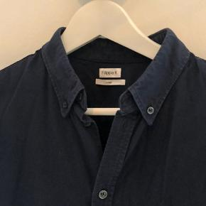 Nice navy blue soft shirt🙏🏼 selling because it is to small.