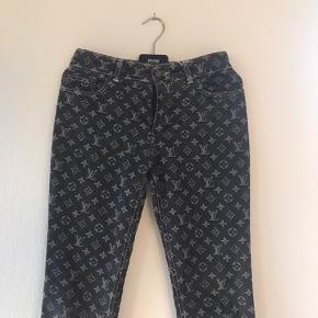 Har alt og  Nok verdens fedeste bukser