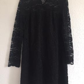 Kjole fra Vila  Str: M  Materiale: 90% polyamide                     10% Elastan   Sender via DAO 38kr  ❌ bytte ikke