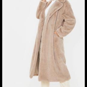 PrettyLittleThing frakke