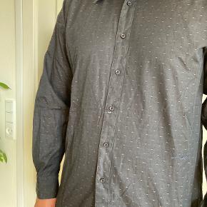 Batistini skjorte