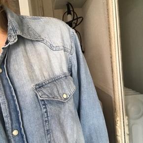 Lækker tynd oversize skjorte, oprindeligt herreskjorte. Denimskjorte #30dayssellout