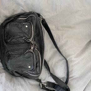 Taske fra Nunoo. Kom gerne med bud :)