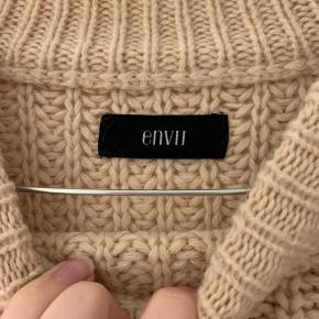 Den smukkeste Envii strik. Brugt få gange, da jeg har alt for mange strik. Den er lavet i uld. Oversized og smuk!