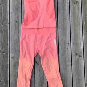 Sejt og anderledes trænings sæt fra GYMSHARK🌸   Seamless  Ombré peach 🍑    seamless leggings  Farve: ombre orange/lyserød Sælges samlet