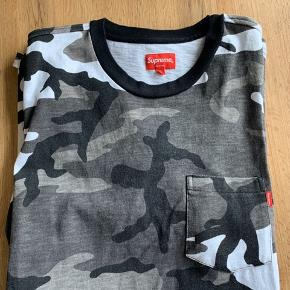 Pocket tee  Snow Camo  9/10 550,-