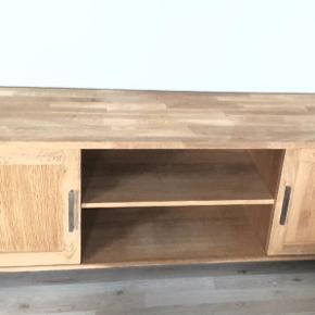 Pæne møbler kan købes samlet med rabat 2 tvbord/skænk og spisebord med 6 stole  samlet pris 2000 kr