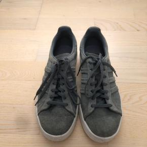 Fedeste limited edition grå campus sneakers i ruskind fra Adidas! Næsten ikke brugt, og fremstår stortset som nye!  Str 39 1/3, nypris 749kr.