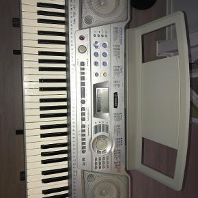 Yamaha Keybord. Stellet med følger