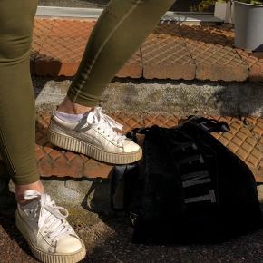 Så lækre creepers De er brugt, men fremstår stadig fine til brug, og stadig dejlige at gå i, da det er ægte læder i skoen og sålen !Kan ikke købes mere