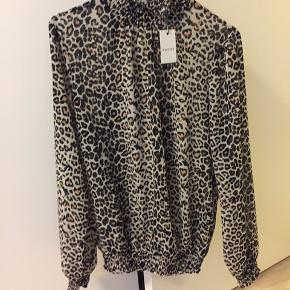 Flot leopard bluse sælges da jeg aldrig har fået den brugt.   Byd gerne:)   #30dayssellout