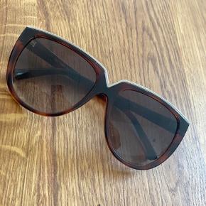 Valentina solbriller brugt få gange - kommer med etui - BYD :)