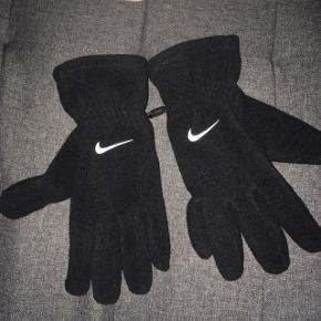 Nike handsker købt i USAKun brugt i et par dage - sælges for 175,-