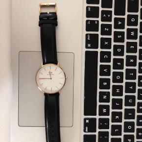 Sælger DW ur for veninde Stand 9/10 Np 1295 Mp 500 Str 40mm på urskiven Sort rem