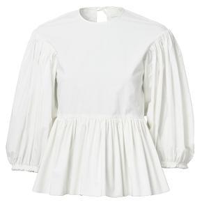 Hvid oversize bluse fra H&M Conscious 2020 kollektion. Nypris: 499