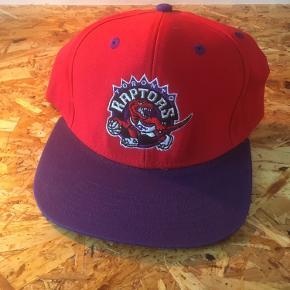 Vintage Toronto Raptors cap  Kom med et bud eller check resten af mine annoncer - jeg giver mængderabat 😊