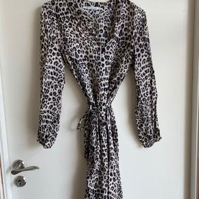 Kjole fra Copenhagen Luxe i xs/s. Nypris er 399, kom gerne med bud :)