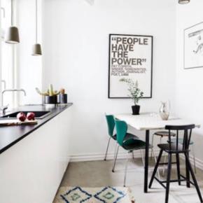 2 flaskegrøne Arne Jacobsen 7'er stole til salg med fast ryg - 1000 kr stk.
