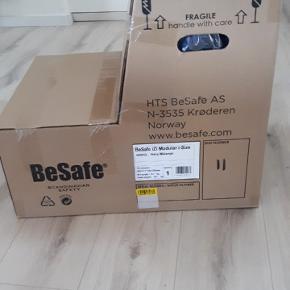 Helt ny BeSafe iZi Modular i-Size autostol i farven navy melange. Er stadig i kassen, som aldrig har været åbnet.  Kan bruges bagudvendt når barnet er 61-105cm ogfremadvendt ved 88-105cm.  Nypris er 3400 på Ønskebørns hjemmeside, hvor billedet er lånt fra.  Pris 2600 eller kom med et realistisk bud.