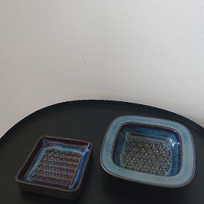 2 stk små flotte Søholm keramik fade. Nogle ville også kalde dem askebægre.