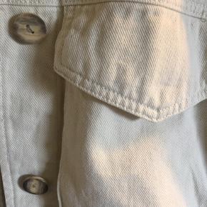 Hvid/beige denim jakke