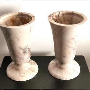 Grav vaser H: 23 cm. Vægt lige over de 2 kg stk. Marmor