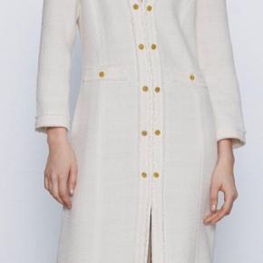 Midikjole i tweed - købt i Zara for en måned siden. Kun prøvet på