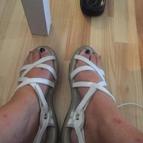 LUZE sandaler str 38, i meget pæn stand. Mp 85 kr incl porto med dao🌺
