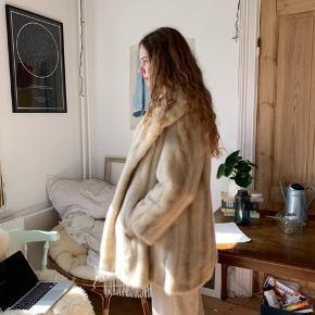 Vintage pelsfrakke - skræddersyet i Detroit - 100% ægte pels - flere billeder i kommentarfeltet.