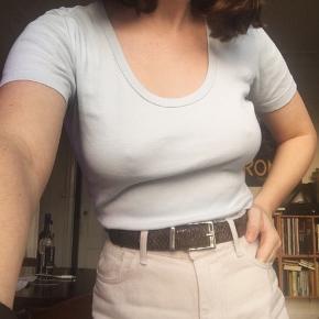 Smuk og rar lyseblå t-shirt fra Ilse Jacobsen🌼  Str M