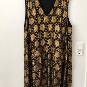 Ganni kjole guld / sort
