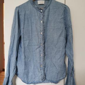 Neo Noir Nomi Chambrey shirt. Brugt 2 gange og vasket 1 gang. Fremstår som ny.