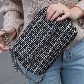Gina Tricot purse with chains. Used only 3 times.