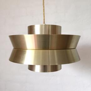 Fog & Mørup - Trava pendel af Carl Thore i messingfarvet aluminium. Virkelig smuk og meget velholdt lampe.  Ø 28cm - H 17cm.   Kan afhentes i Horsens eller fragtes til Aarhus 😊