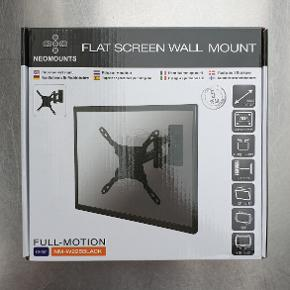 """Vægophæng til fladskærm (10""""-32""""). Prøvet, men aldrig brugt. Nypris 400 kr. Regning haves.  Produktbeskrivelse: NM-W225BLACK har NewStar vippe-(20°) og dreje (180°)-teknologi, der gør det muligt for beslaget at tilpasse sig enhver synsvinkel, hvilket giver dig den ultimative fleksibilitet. Du kan trække skærmen ud af væggen uden problemer, placere den i næsten enhver retning, bøje den rundt om hjørnerne og derefter skubbe den ind til væggen igen i en jævn bevægelse.  Beslagets dybde kan let justeres fra 5 til 37 centimeter. Det har 3 drejepunkter og er egnet til skærme, der måler op til 32 tommer og vejer op til 15 kg, med VESA-hulmønstre fra 75 x 75 mm til op til 200 x 200 mm."""