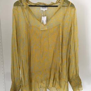 Gul bluse med mintgrønne detaljer inklusiv gul underkjole