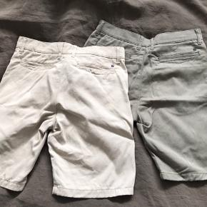 2 par shorts i god stand str 29 er betegnelsen i disse shorts.  I farverne beige og Olive.  Model: Crown Lækker kvalitet
