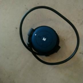 Bluetooth høretlf fra miiego Nypris er 599 Oplader og ekstra sæt puder medfølger  Sælges da de er for store til mig. Dette er en herre model, derfor er fejlkøb