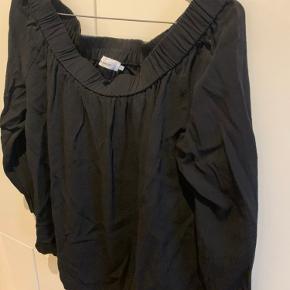 God bluse i god kvalitet. Kan bruges som off shoulder eller alm bluse